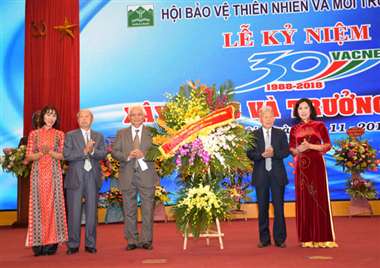 Deputy Prime Minister  sent a basket of flowers to congratulate the Seventh Congress of Vietnam Association for Nature and Environment Protection