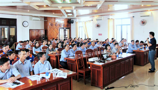 Vietnam Environment SOS Center has trained to improve oil spill response capacity for two central provinces