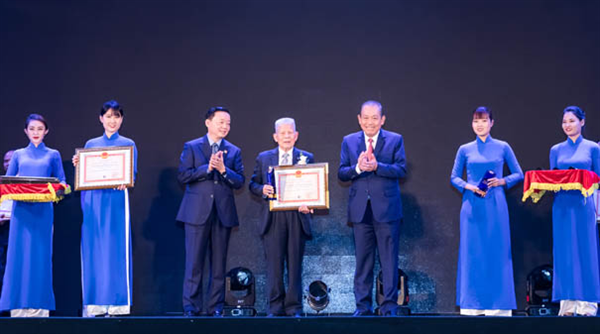 The Vietnam Heritage Tree Council is honored to receive the Vietnam Environment Award